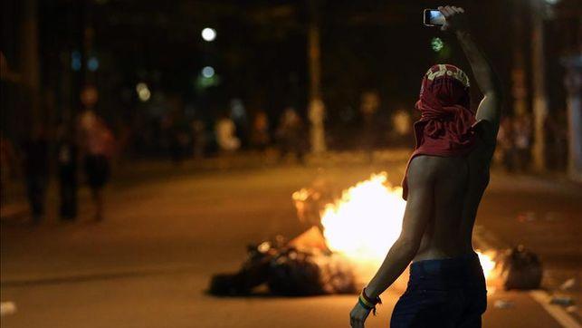 Disturbios-ciudad-brasilena-Salvador-Uruguay-Nigeria_EDIIMA20130621_0016_4