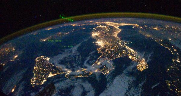 L-Italia-illuminata-vista-dallo-spazio_imagelarge